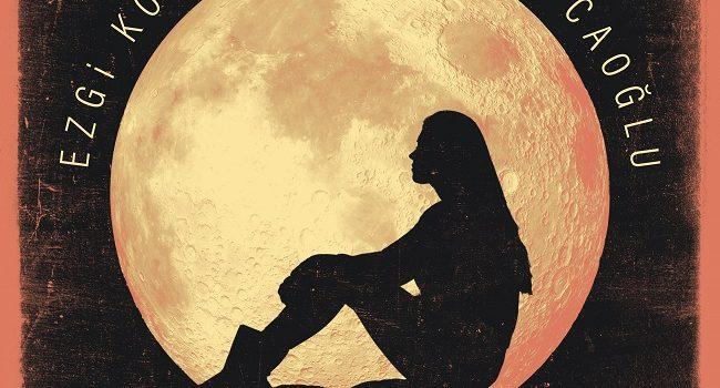 Ezgi Kosa'danyeni şarkı: Ay – Müzik