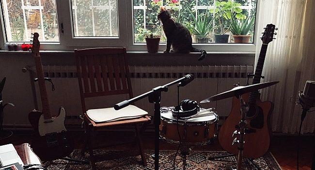 Nabıcaz grubundan ilk EP: Salonda – Müzik